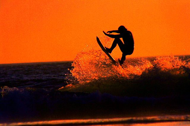 640px-sunset_surfer