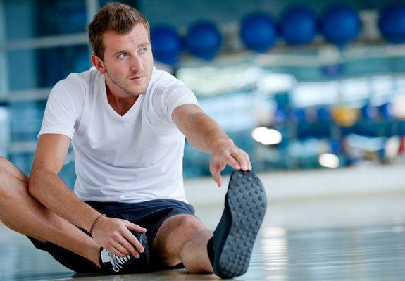 guy-stretching-gym