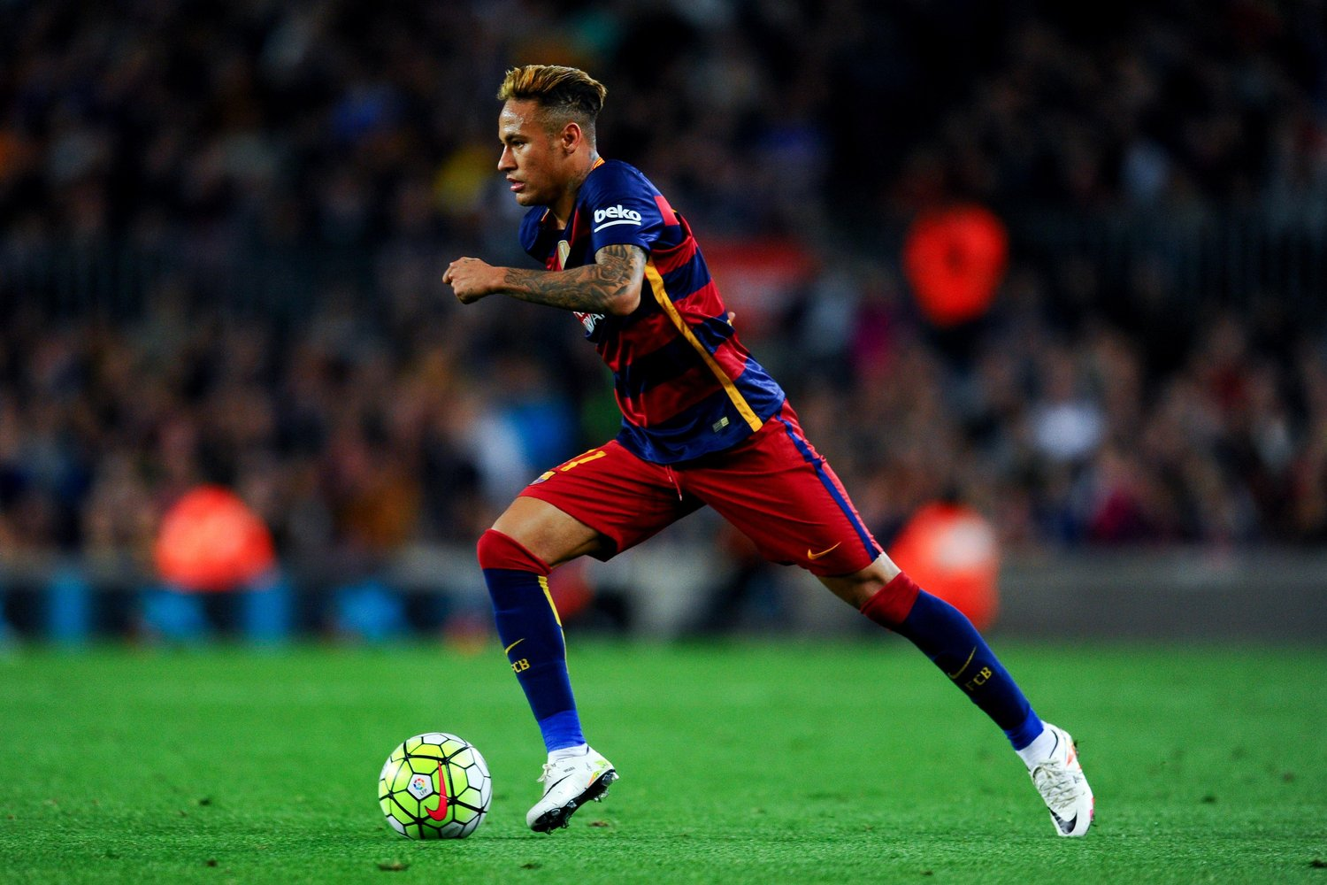 BARCELONA, SPAIN - APRIL 17: Neymar of FC Barcelona runs with the ball during the La Liga match between FC Barcelona and Valencia CF at Camp Nou on April 17, 2016 in Barcelona, Spain. (Photo by David Ramos/Getty Images)