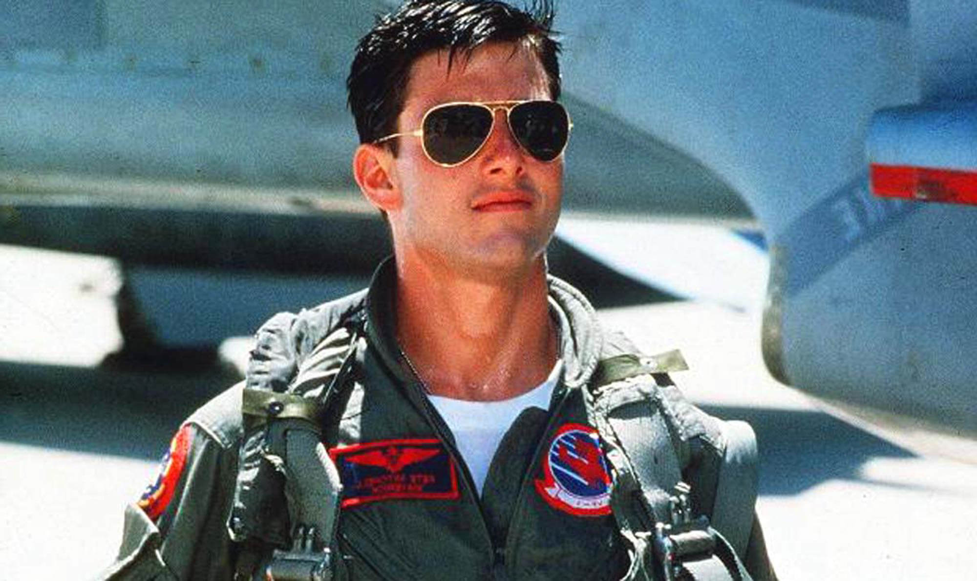 Tom-Cruise-wearing-aviators-in-Top-Gun