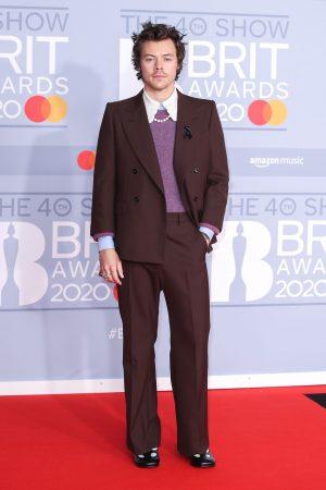 Harry Styles memilih persalinan Gucci sewaktu ke BRIT Awards 2020.